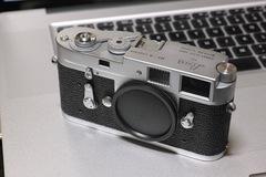 Leica_M2-R03152014dp3m02s.jpg