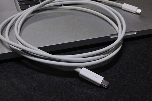 Thunderbolt_Cable08112014dp2m01.jpg